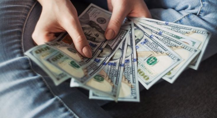 woman-holding-money